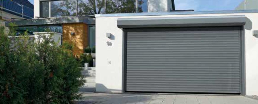 Puerta enrollable exterior en gris luminoso RAL 7035